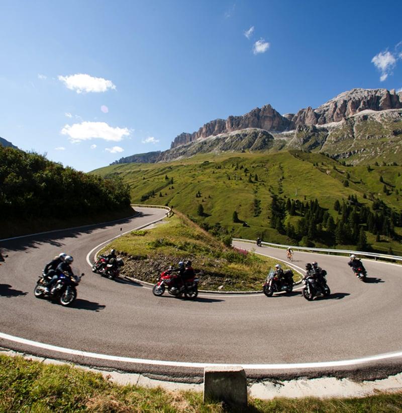Motorradfahren in den Dolomiten