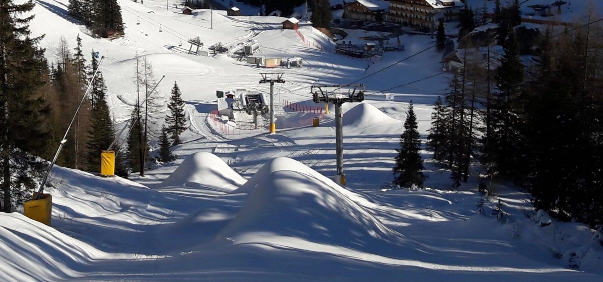 Everybody skiing in Passo Campolongo - Dolomiti SuperSki