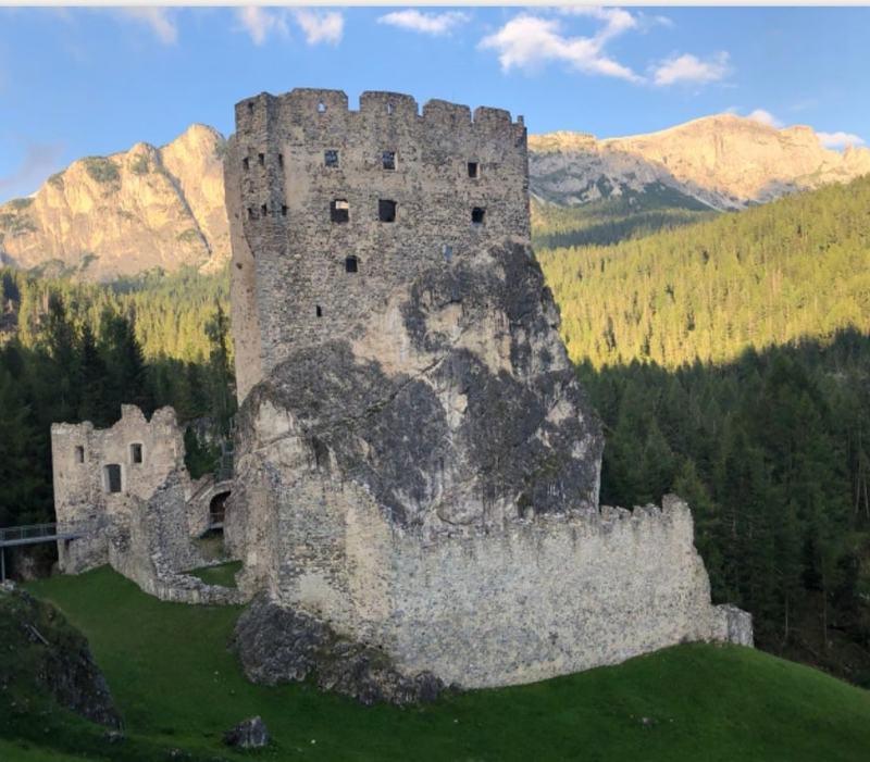 Nel programma di Lorella Cuccarini Grand Tour ci sarà anche il Castello di Andraz
