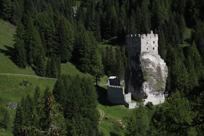 Aktivitäten für Familien: die Tiere der Dolomiten: Adler und Murmeltiere